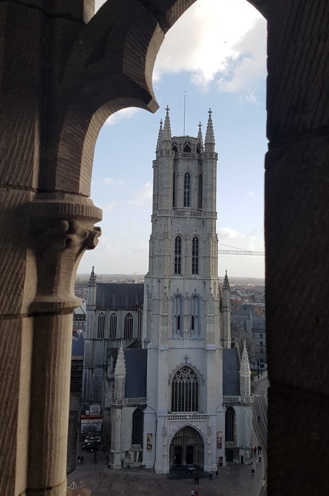 Sint Baafskathedraal Gent gezien vanaf de Belfort van Gent. Saint Bavo's Cathedral Ghent as seen from the Belfry of Ghent.